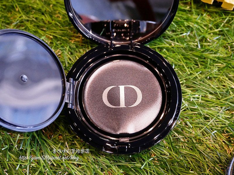 Dior Forever氣墊粉餅P1090365