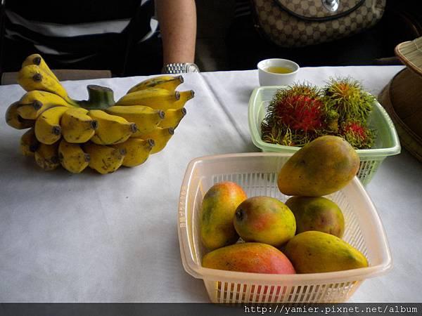 船上享用水果