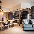 3玻璃格出的書房,延伸空間感;整體空間,透過木紋相互呼應,讓空間一致性