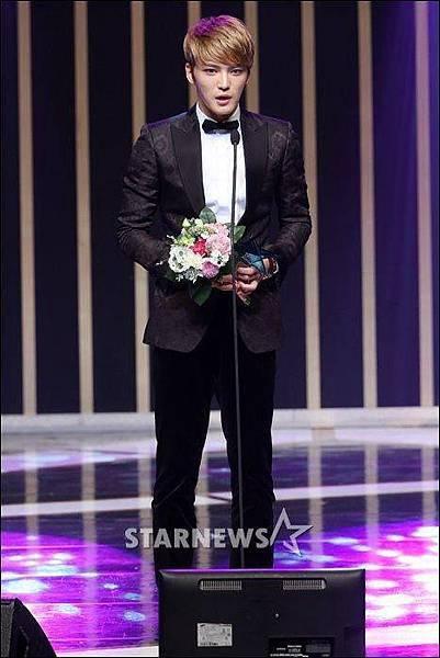 在3010恭喜在中獲得2014第七屆韓國電視劇大賞 男子最優秀賞141001 (Triangle三角)