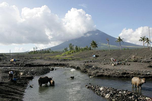 雷加斯比-馬榮火山