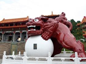 文武廟前巨獅