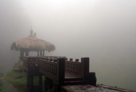 雨霧中的姐潭