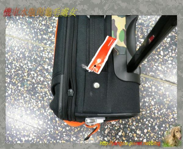 P1030182-一到米蘭就發現行李拉鍊壞了.jpg