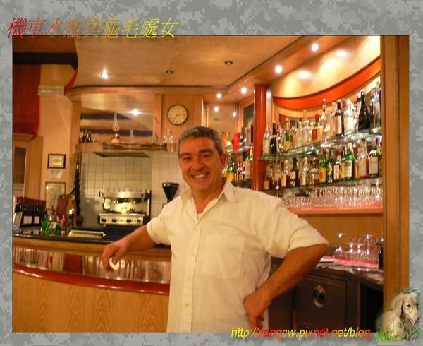 P1030364-晚餐餐廳的老闆.jpg