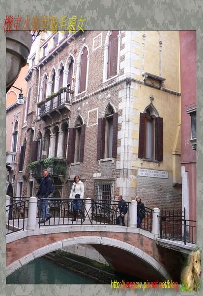 P1030400-威尼斯住宿房間-窗台左側景觀.jpg