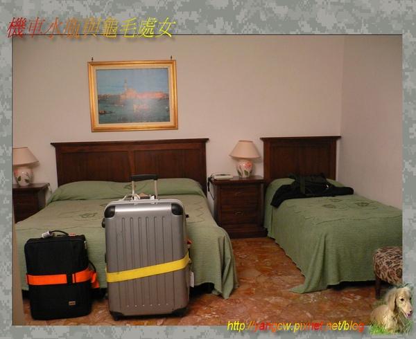 P1030402-威尼斯住宿房間-一大一小床.jpg