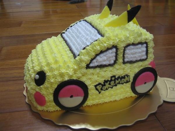 皮卡丘小車車造型蛋糕側面