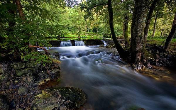 u133_countrywaterfallcoudraysalbertfrance_1440x900.jpg