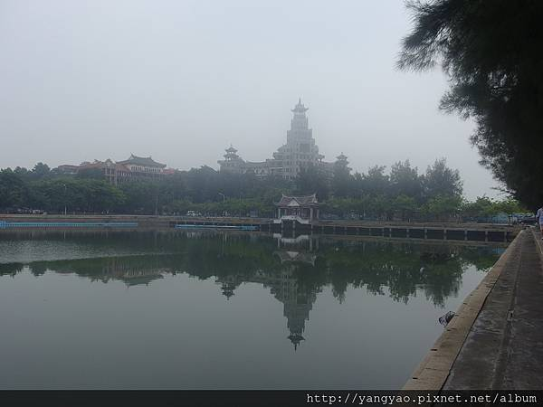 霧罩集美學村龍舟池