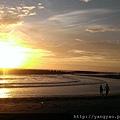 夕陽下漫步在半月灣