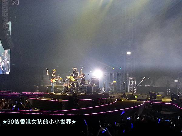 5.11 CNBLUE BLUEMOON in HK (18)