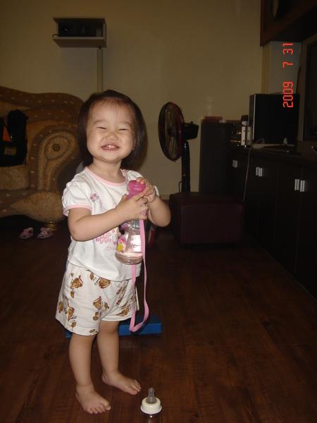 有大客廳讓她跑~小紅豆超開心ㄉ!!