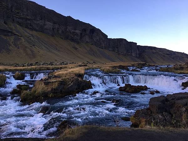 【東遊】冰島環島遊DAY3-全球最美沙灘之一「黑沙灘」 絕美住宿找極光