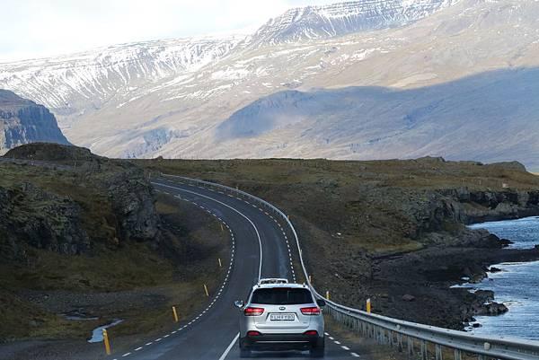 【東遊】冰島環島遊DAY5-蝙蝠山天空之鏡維京聚落 白日夢滑板路朝聖彩虹小鎮悠閒漫步