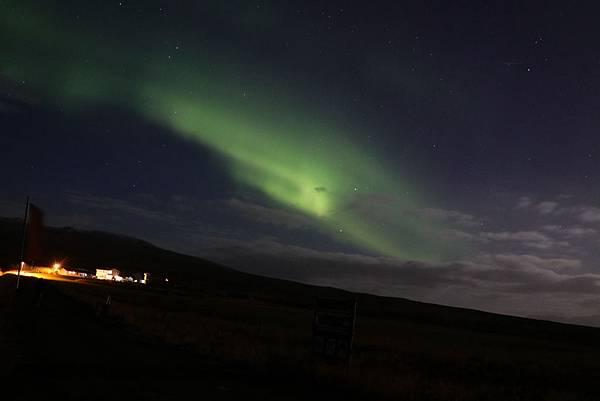 【東遊】冰島環島遊DAY8-零下1度狂奔拍到極光 朝聖不像鯨魚的鯨魚教堂+巨人峽谷象鼻岩