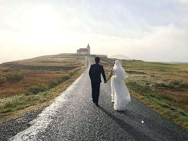 【東遊】冰島環島遊DAY10-紅頂教堂拍婚紗遇彩虹祝福! 環島尾聲之重返雷克雅維克看大教堂