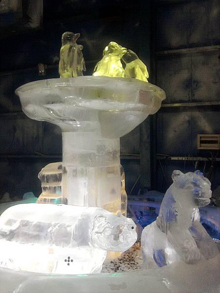 南北極地風光博覽會-冰雕動物群.jpg