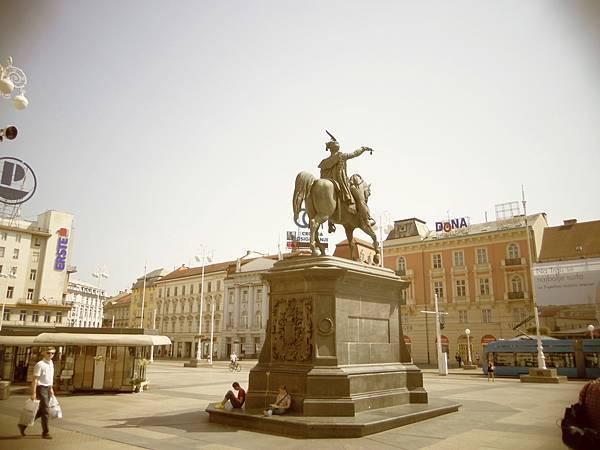 34-2葉拉齊卡雕像.JPG