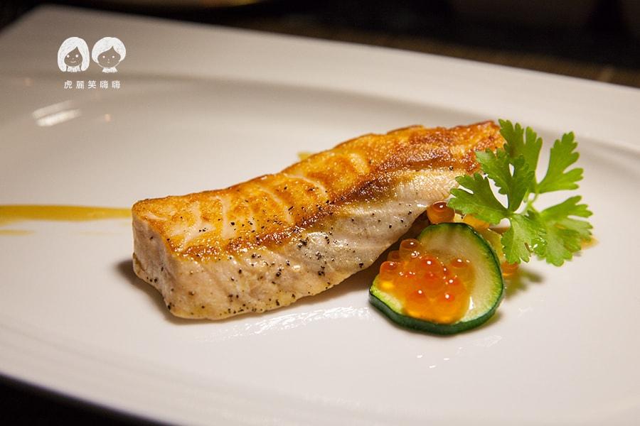 君鴻酒店38樓鐵板燒 時令海鮮 鮭魚