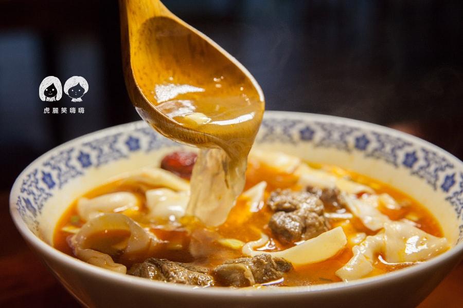 林素蘭牛肉麵 清爽為辣的湯頭 帶點花椒的麻