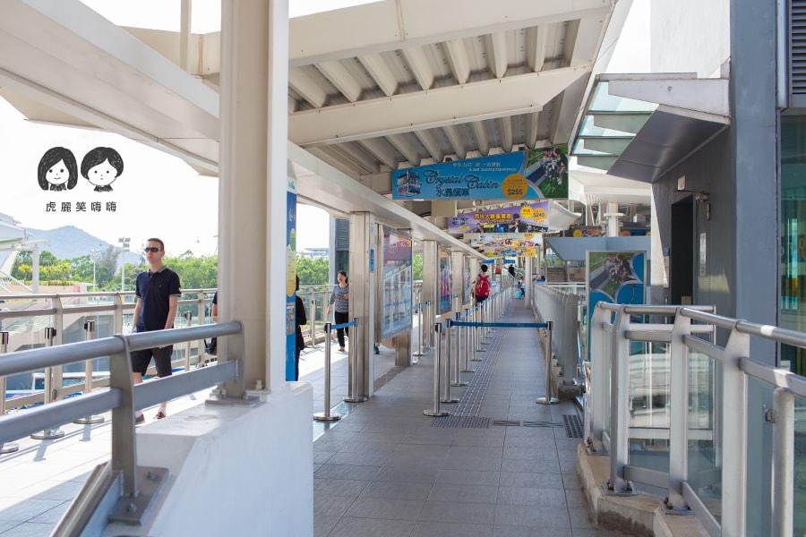 香港景點 昂坪纜車 搭乘處 手扶梯往上