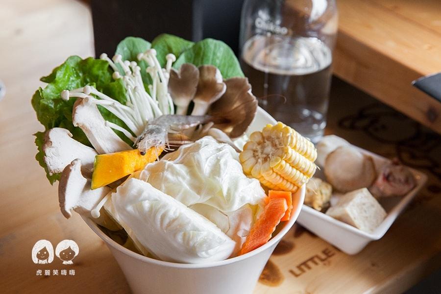 路竹 小牧人異國料理餐廳 陳香泡椒土雞鍋 湯頭