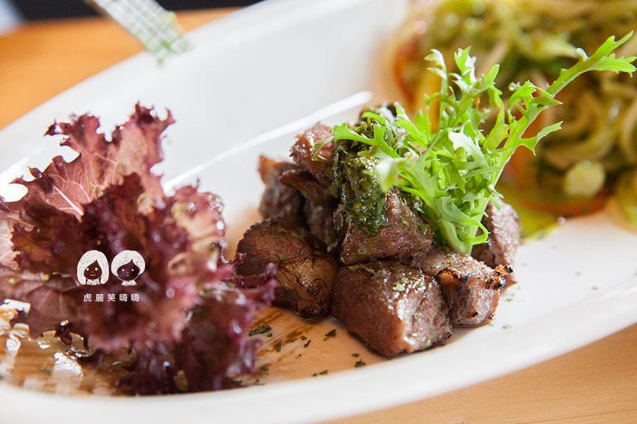 路竹 小牧人異國料理餐廳 骰子牛排松子羅勒義大利麵 NT350