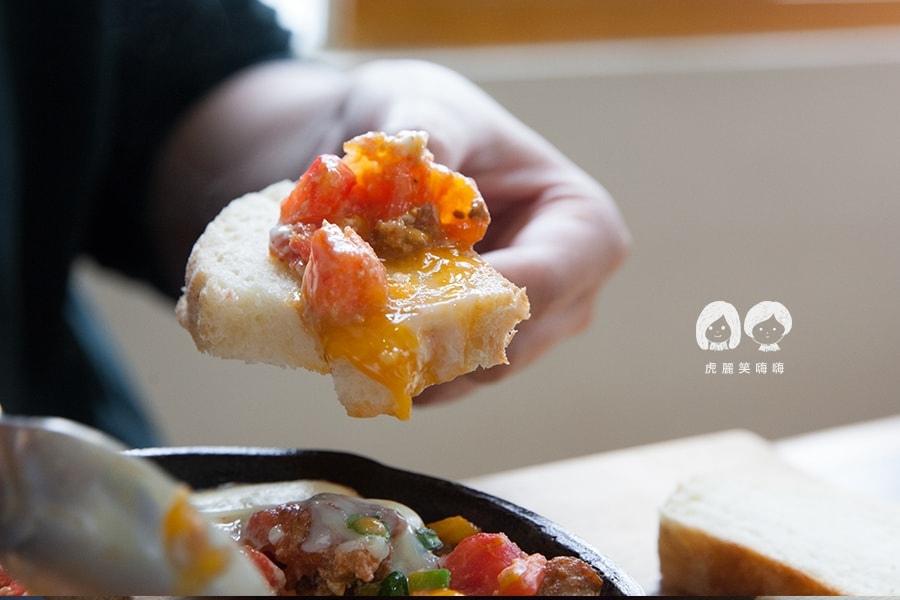可沾蛋汁搭配食用 小聚‧Stammtisch 台南早午餐
