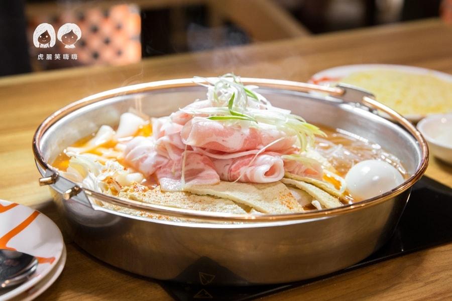 泰一格 年糕火鍋 韓式料理 漢神 巨蛋 薄片五花肉年糕火鍋 小 NT458  配菜加點拉麵 馬茲瑞拉起司