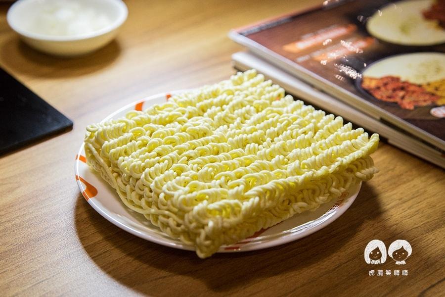 泰一格 年糕火鍋 韓式料理 漢神 巨蛋  配菜加點拉麵 馬茲瑞拉起司