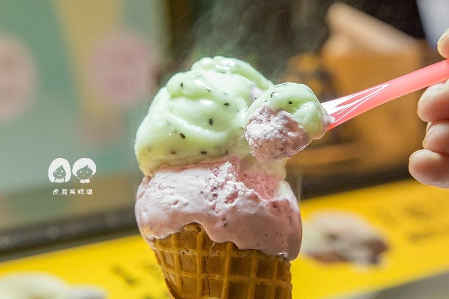 Kaju咔啾 義式手作冰淇淋 瑞豐夜市 推薦 2球 NTD70 烤餅甜筒 口味 奇異果、莓果優格
