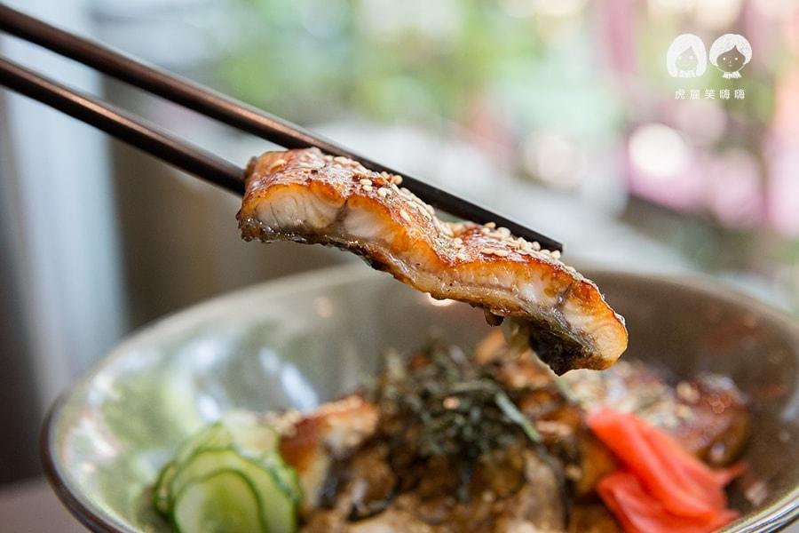 潮日本料理 左營 美術館 蒲燒鰻丼飯 NTD520 附小缽、茶碗蒸、湯品、甜品