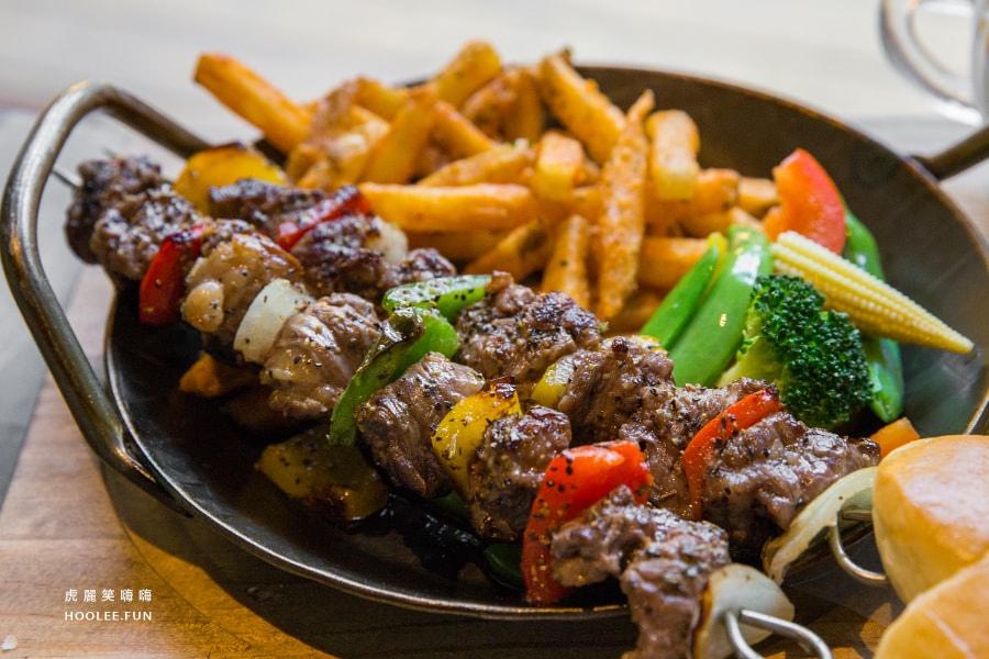 5號後院 鼓山區 美術館 早午餐 5號串妞妞 Beef Skewers NTD279 牛肉串+時蔬+薯條+薯條