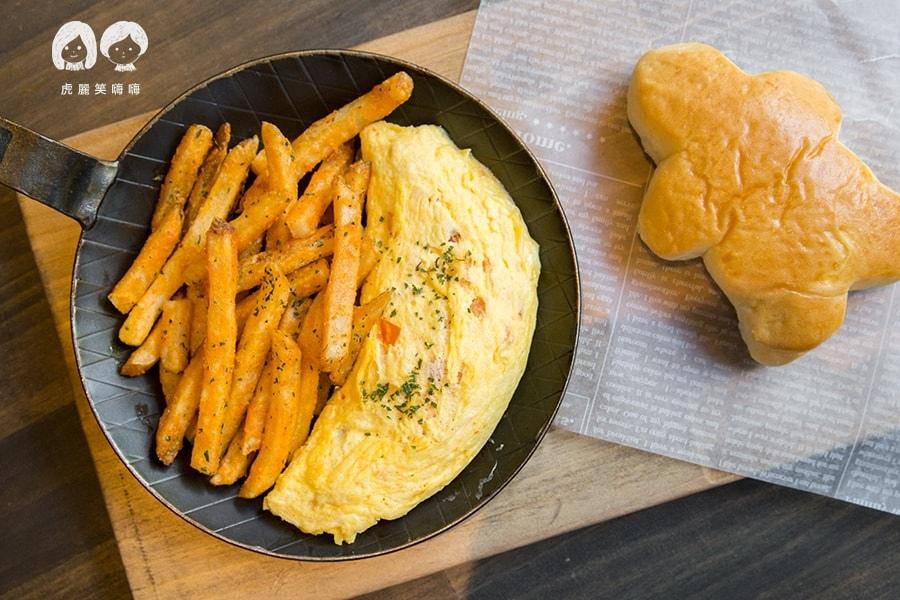 5號後院 鼓山區 美術館 早午餐 鮭魚歐米雷 NTD259 鮭魚、起司、洋蔥、紅甜椒、小人麵包
