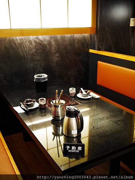 1424227511 3292854378 n - 【熱血採訪】台中西區潮鍋本家 頂級肉品搭美女鍋邊服務!