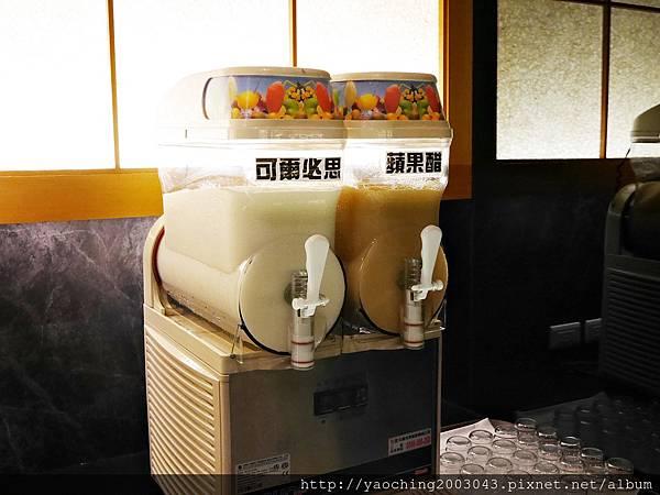 1424227519 474564749 n - 【熱血採訪】台中西區潮鍋本家 頂級肉品搭美女鍋邊服務!