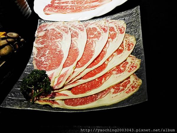 1424227534 3176498975 n - 【熱血採訪】台中西區潮鍋本家 頂級肉品搭美女鍋邊服務!