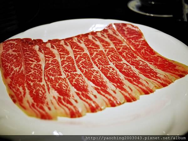 1424227535 2843418732 n - 【熱血採訪】台中西區潮鍋本家 頂級肉品搭美女鍋邊服務!