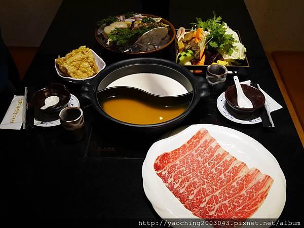 1424227540 2005476224 n - 【熱血採訪】台中西區潮鍋本家 頂級肉品搭美女鍋邊服務!