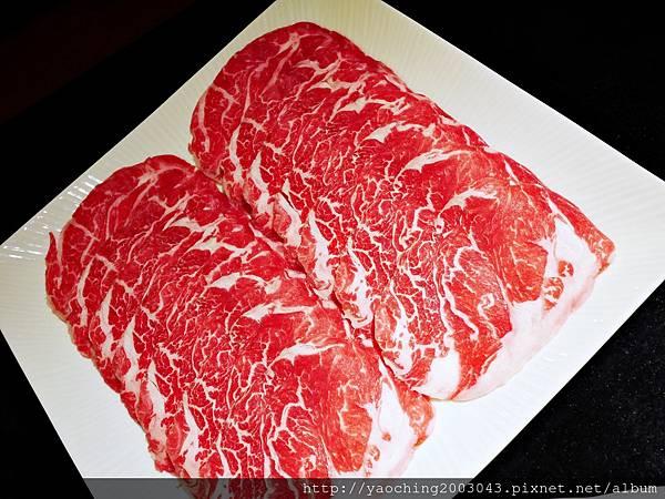 1424227558 3731218546 n - 【熱血採訪】台中西區潮鍋本家 頂級肉品搭美女鍋邊服務!