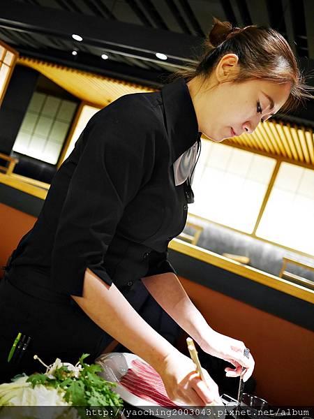 1424227566 2481348387 n - 【熱血採訪】台中西區潮鍋本家 頂級肉品搭美女鍋邊服務!