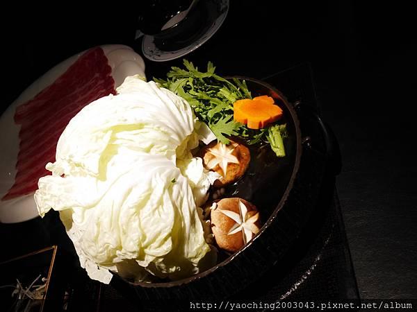 1424227570 1497932597 n - 【熱血採訪】台中西區潮鍋本家 頂級肉品搭美女鍋邊服務!
