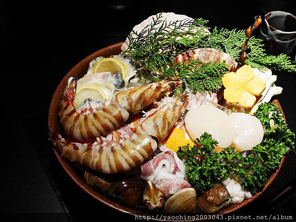 1424227571 1296778430 n - 【熱血採訪】台中西區潮鍋本家 頂級肉品搭美女鍋邊服務!