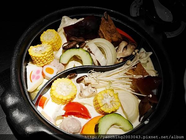 1424227577 4037163068 n - 【熱血採訪】台中西區潮鍋本家 頂級肉品搭美女鍋邊服務!