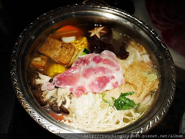 1424227590 2681190507 n - 【熱血採訪】台中西區潮鍋本家 頂級肉品搭美女鍋邊服務!