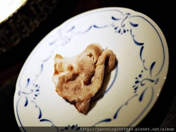 1424227592 3783755055 n - 【熱血採訪】台中西區潮鍋本家 頂級肉品搭美女鍋邊服務!