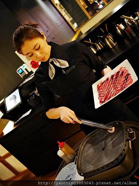 1424227596 3888685573 n - 【熱血採訪】台中西區潮鍋本家 頂級肉品搭美女鍋邊服務!
