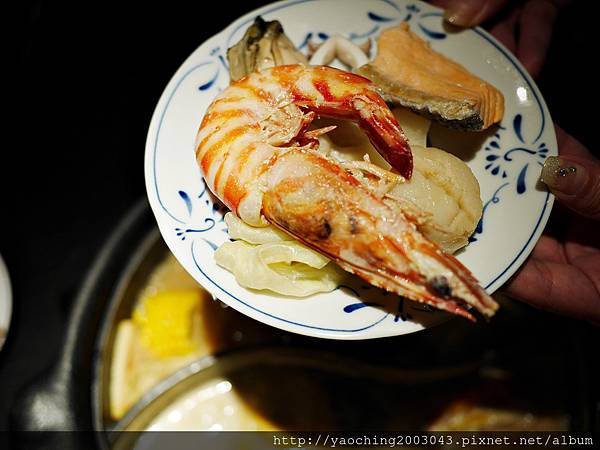 1424227614 1502606245 n - 【熱血採訪】台中西區潮鍋本家 頂級肉品搭美女鍋邊服務!