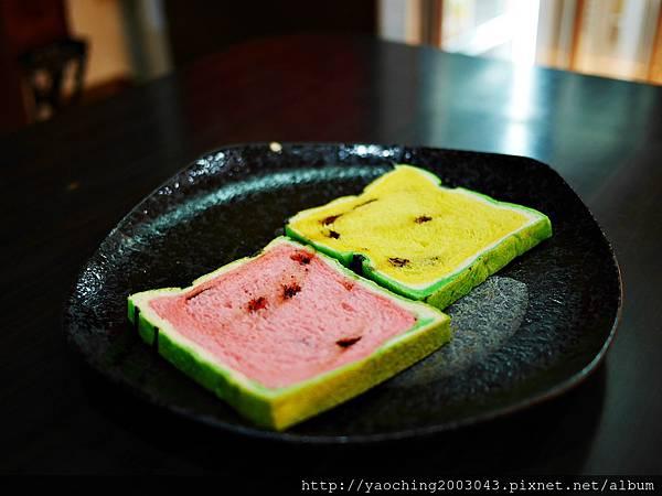 1436449367 1279589063 n - 台中大里 潘朵拉西點 夏天就是要吃西瓜啊,不然要幹嘛!台中也有2015超人氣的西瓜土司了,不用再跑宜蘭吉米、新竹或花蓮了